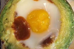 Avokado İçinde Fırında Yumurta